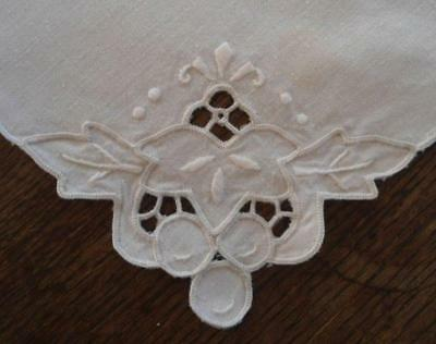Set 4 Vintage White Linen Placemats Italian Embroidered Grapes Cutwork Doily
