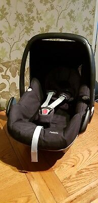 Maxi Cosi Car Seat Pebble with 2 covers - Black and Purple. Very Good Condition.
