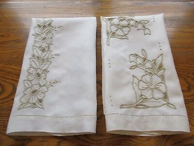 SET OF 2 VINTAGE IVORY LINEN FINGERTIP GUEST TOWELS w CUT OUT & EMBROIDERY WORK