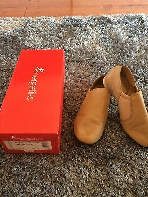Energetiks Girls Tan Jazz Shoes Size 4 - Worn Once- As New With Box