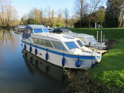Well maintained Viking 26' narrow beam live on board river/canal motor cruiser