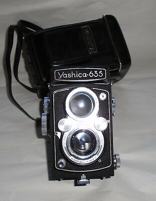 Vintage Cased Yashica 635 Twin Lens Reflex Camera & Accessories