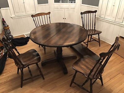 L. Hitchcock Round Table And Chairs With Center Leaf And 4 Chairs