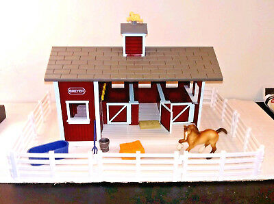 """Breyer Stablemates """"Red Stable Set"""" + Stable Supplies + Clydesdale (G2) *Pre-Own"""