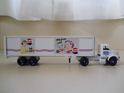 Winross  Pepsi-Cola - International Semi Truck / 1950's Advertising Trailer 1/64