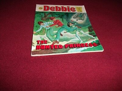 EARLY DEBBIE PICTURE STORY LIBRARY BOOK  from 1970's never been read! ex condit!