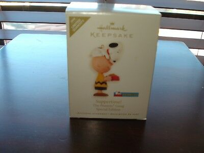 Hallmark Ornament SUPPERTIME! 2008   Peanuts Gang  Snoopy