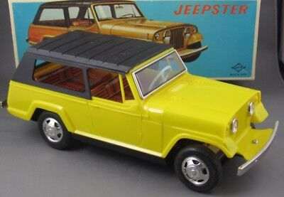 Vintage 1960's Daiya Japan Jeep Jeepster Mint and Boxed Battery Operated Beauty