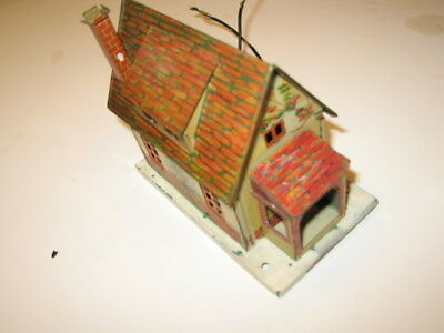 Lionel small litho tin house.  Great condition