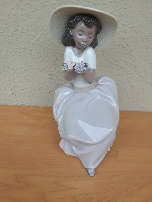 Lladro figurine Black Lady On Bench Flowers In Hand 2001 Spain