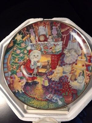 The Franklin Mint Collector Plate: Not A Creature Was Purring By Bill Bell.