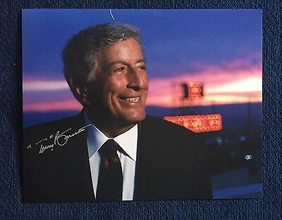 Tony Bennett Signed 8 X 10 Photo Autographed Singer Small Cut In Photo
