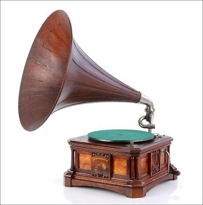 Antique Spanish His Master's Voice (Victor) Gramophone-Phonograph. Spain 1920