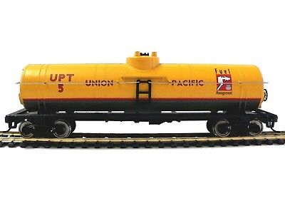 HO Scale Model Railroad Trains Layout Walthers Union Pacific Diesel Fuel Tanker
