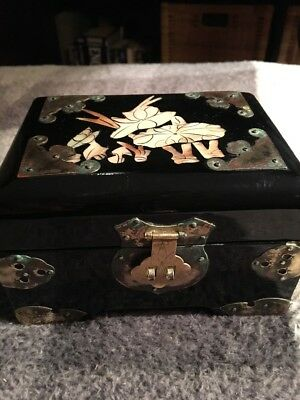 Chinese Vintage Black Lacquer and Mother of Pearl Jewellery Box 2
