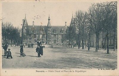CPA - France - (58) Nièvre - Nevers - Palais Ducal et Place de la République