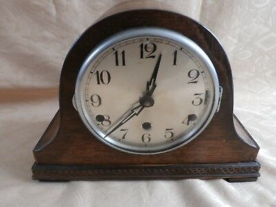 Vintage or maybe antique Pendulum mantelpiece clock.