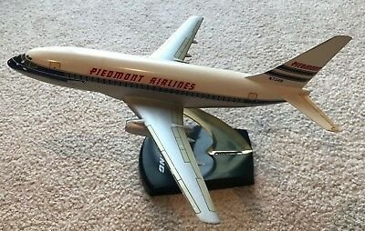 Vintage 1/100 Topping Piedmont Airlines Boeing 737-200 Desktop Model Aircraft