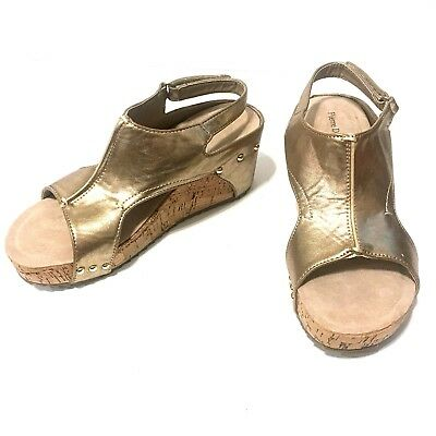 b52fd398d6f2 NWT PIERRE DUMAS Gold Giselle Wedge Sandals Size 7 -  25.00
