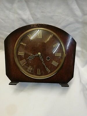 (379)   Wooden Mantle Peice Clock With Quartz Battery Movment Made By Smiths Clo
