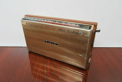 "Lark ""New Deluxe"" Vintage Transitor Radio"