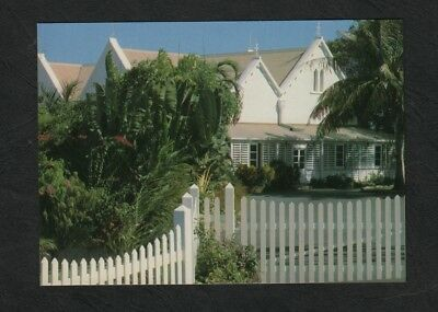 e3183)     POSTCARD OF  GOVERNMENT HOUSE IN DARWIN, NORTHERN TERRITORY