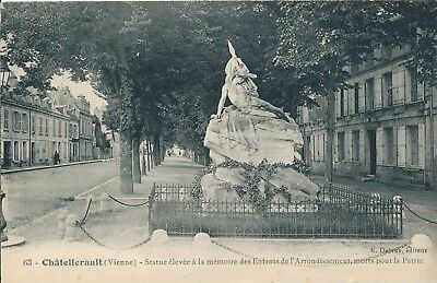 CPA - France - (86) Vienne - Chatellerault - Statue