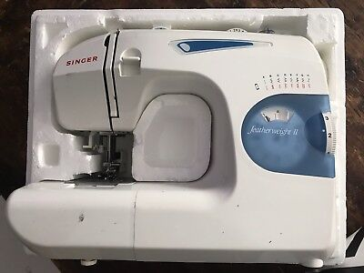Singer Featherweight II Sewing Machine Model 117 w manual & Rag Quilt Materials.
