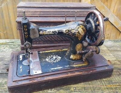 Vintage Singer Sewing Machine - Antique - Coffin Box - Hand Crank - Collectable