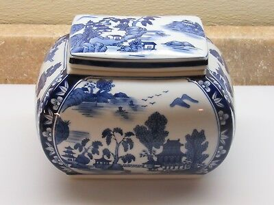 """Blue White Willow Style Tea Ginger Cookie or Snack Jar  Ex Condition 8"""" L 6"""" T"""