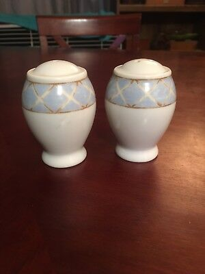 Heritage Mint Ltd. Enchanted Garden Salt & Pepper Set Blue White NEW