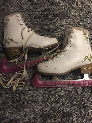 Girls Ice Skates With Blade Protectors Uk2