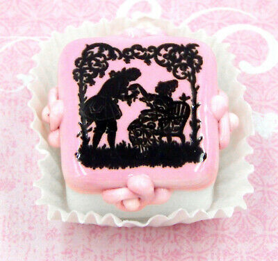 Hulet Glass Handmade 'Sweethearts' Valentine Chocolate Candy (20-831WS)