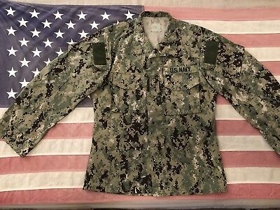 US Navy Type iii AOR2 Green Digital Uniform Set, Shirt Size S/R Pants S/S NWOT.