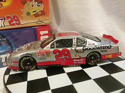 Kevin Harvick 1:24 Action #29 Gm Goodwrench Service Plus Looney Tunes 2001 Monte
