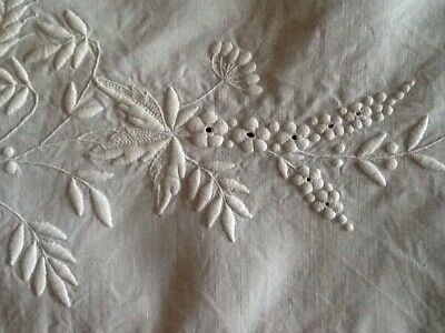 """Gorgeous Linen Hand Embroidered Whitework Cloth Wildflowers Crochet Edge 46"""" Sq"""