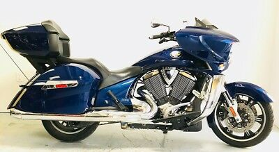 2012 Victory Cross Country Tour Premium  2012 Cross Country Tour Premium Freedom 106CI V-Twin 6-spd Detachable Tour Pack