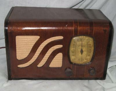 Philco Model 39-6 Radio, AM Only, Wood Art Deco Cabinet, Ca. 1939, Works