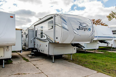Used 2018 Jayco Eagle HT 28.5RSTS half ton tow fifth wheel travel trailer RV