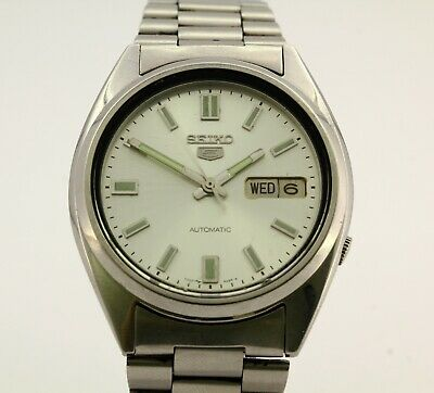 Vintage Seiko 5 Automatic men's wrist watch  Water resistant  Cal.7009A 17J