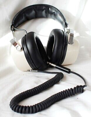 Dynatron professional stereophonic headphones model SP3