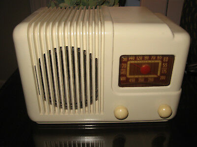 TRAVELER T-501 Ivory bakelite table AM radio NICE!!! & Serviced