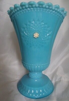 Authoritative vintage turquoise glass vase can not