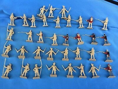LOT of 28 mm British Napoleonic Infantry of the Line Wargame 36 Plastic Figures