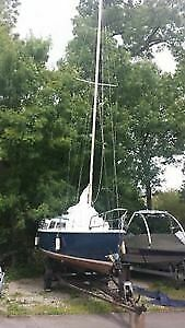 Jaguar 22 (Catalina) sailing yacht. Swing Keel. Part renovated Trailer included