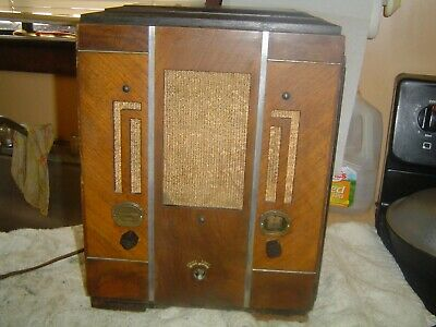 1934 ATWATER KENT TOMBSTONE TUBE RADIO, Model 185 for Parts or Repair