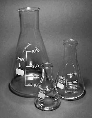 Set of 3 Graduated PYREX Glass Laboratory Conical Erlenmeyer Flasks
