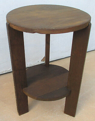 Classic Small Round, Vintage/retro, Table With Bottom Shelf.  Good Condition