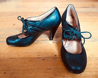 Vintage Style1960s 1970 Black High Heel Leather Sofft Dress Shoes Patent detail