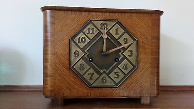1930s Art Deco mantel clock in oak made by junghans in excellent condition.